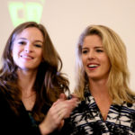 Super Heroes Con - Emily Bett Rickards and Danielle Panabaker - Photo : Nat Blake.