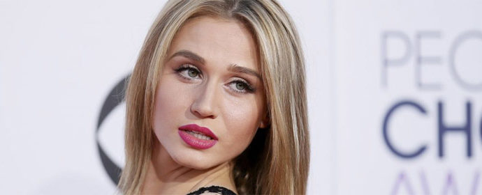 "Rita Volk à la ""A Not So Fake&In' Convention"""