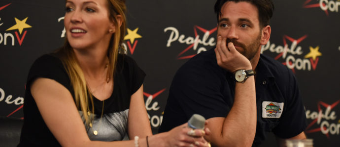 Katie Cassidy et Colin Donnell - Panel Super Heroes Con 2 - photo : Roster Con / Youbecom