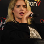 Emily Bett Rickards - panel Super Heroes Con 2 - photo : Roster Con / Youbecom