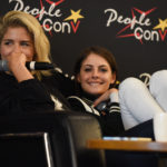 Willa Holland et Emily Bett Rickards - panel Super Heroes Con 2 - photo : Roster Con / Youbecom