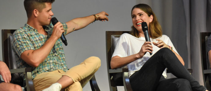 The Full Moon Is Coming Back Again - Charlie Carver & Shelley Hennig - Photo : Rostercon.com / Youbecom.fr