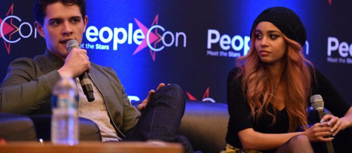 Casey Cott & Vanessa Morgan - Rivercon - Convention Riverdale