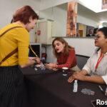 Lucy Hale en autographe