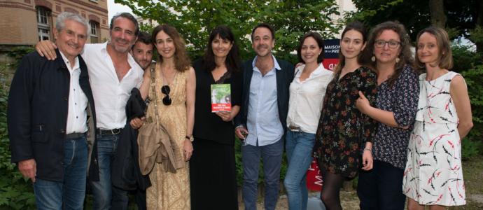 Valérie Perrin, heureuse gagnante du Prix Maison de la Presse