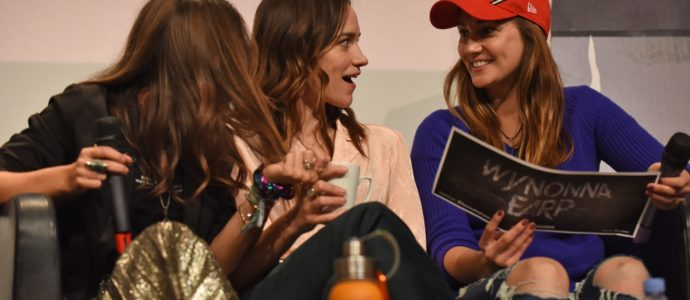 Q&A Wynonna Earp - Dominique Provost-Chalkley, Melanie Scrofano, Katherine Barrell - For The Love of Fandoms