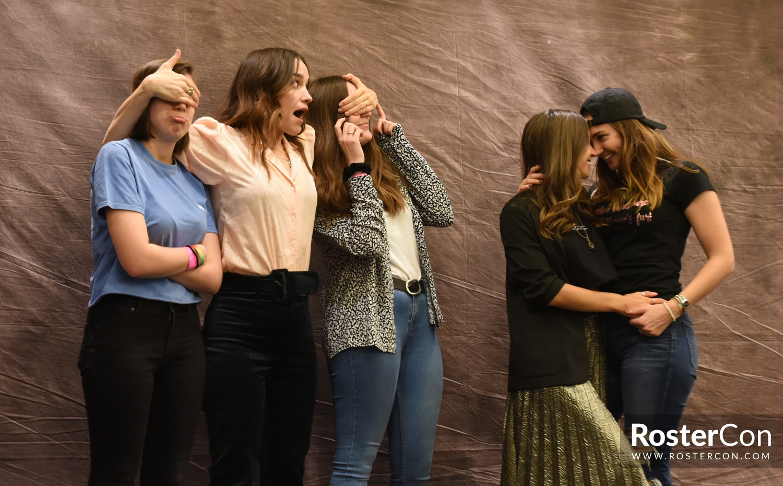 Melanie Scrofano, Dominique Provost-Chalkley & Kat Barrell - Wynonna Earp - For The Love of FandomsMelanie Scrofano, Dominique Provost-Chalkley & Kat Barrell - Wynonna Earp - For The Love of Fandoms