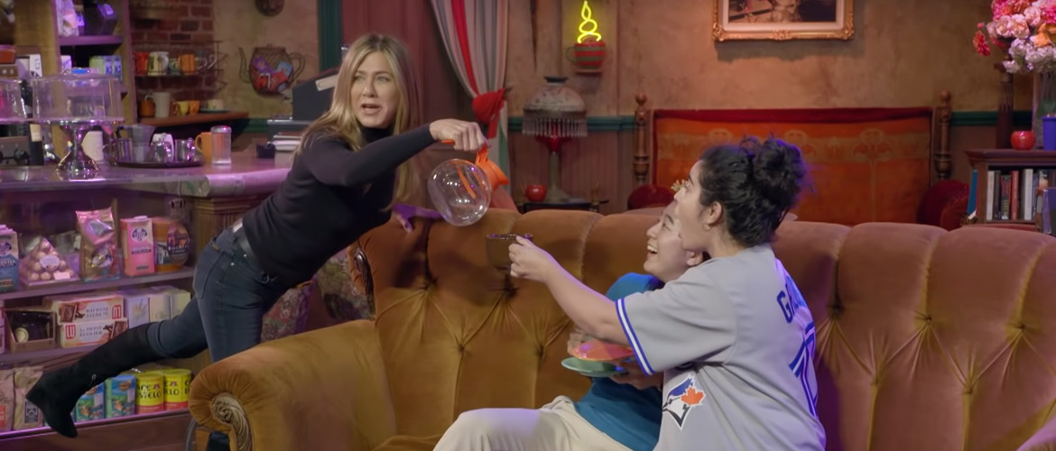 [Video] Jennifer Aniston: scaring Friends fans at the Central Perk