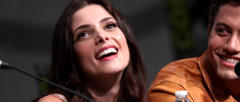 Twilight : Ashley Greene présente à la convention virtuelle Spooky Con