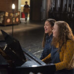 Photo High School Musical: The Musical: The Series – Episode 102: The Read-Through - Julia Lester (Ashlyn) & Olivia Rodrigo (Nini)