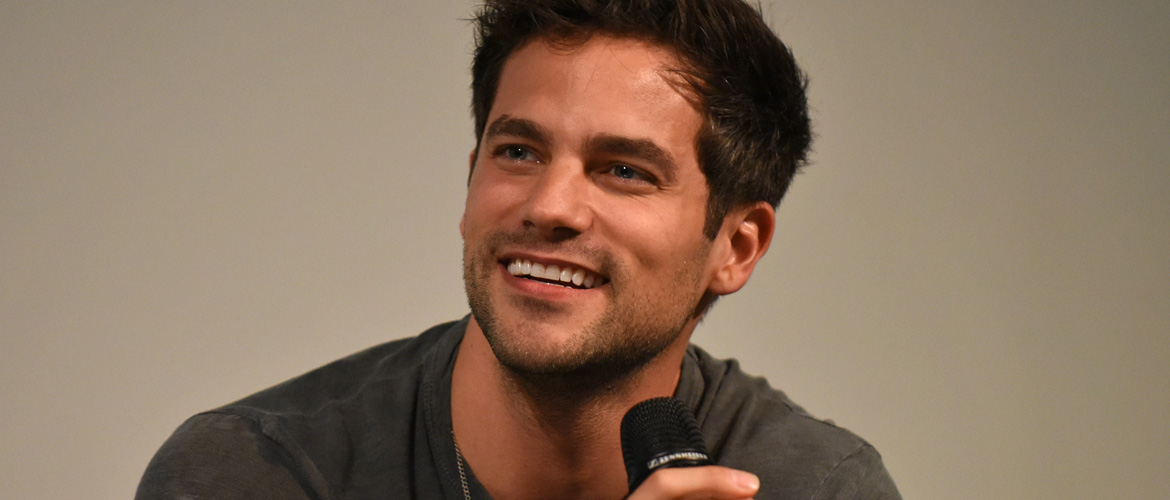 Pretty Little Liars : Brant Daugherty participera à l'événement Let's hang with -A